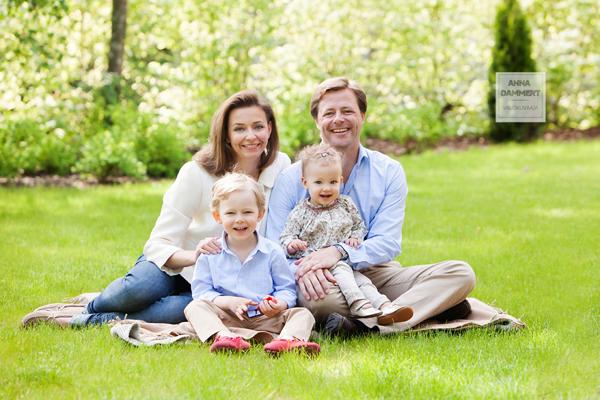 Perhemuotokuva miljöössä