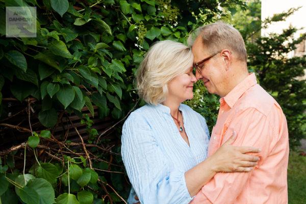 perhekuvaus-muotokuva-pariskunnasta-helsinki-kulosaari-valokuvaaja-anna-dammert