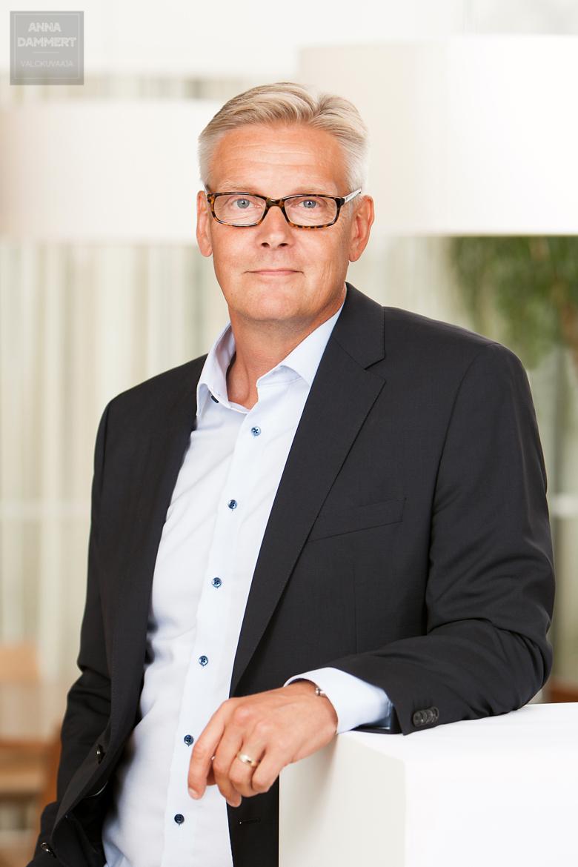 Bisneskuva-Espoo-LinkedIn-profiilikuva-valokuvaaja-Anna-Dammert